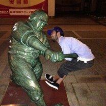 Забавные фотографии с памятниками смешных фото приколов