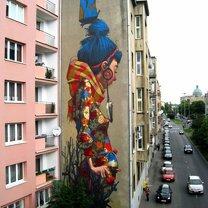 Яркие произведения искусства на зданиях фото