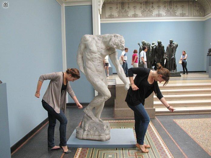 Смешные фото с памятниками 11