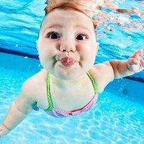 Фото приколы Ребятишки под водой (13 фото)