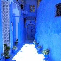 Странный синий город фото