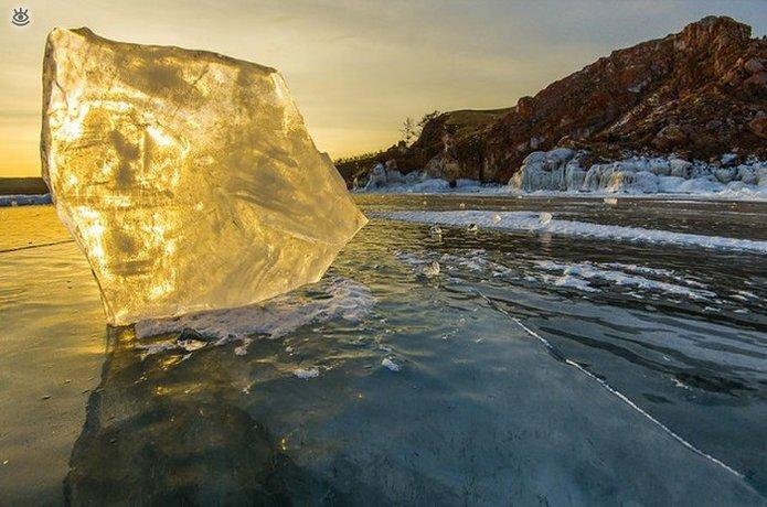 Озеро Байкал зимой 11