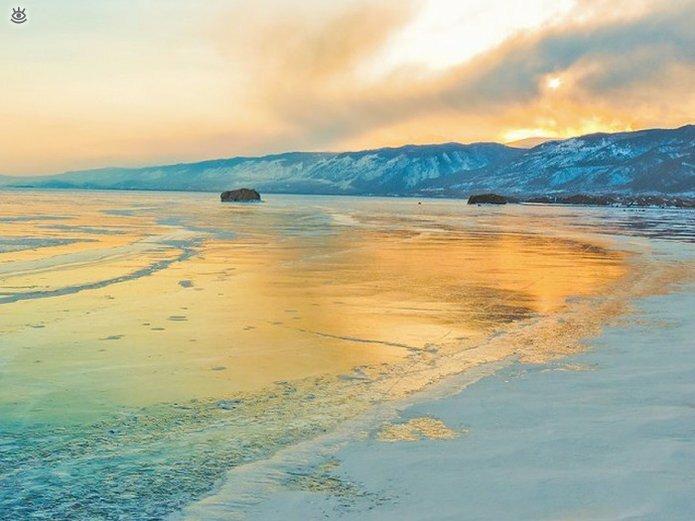 Озеро Байкал зимой 17