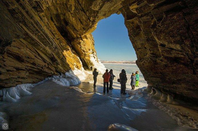 Озеро Байкал зимой 24