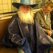 Своеобразный прикид пассажиров метро