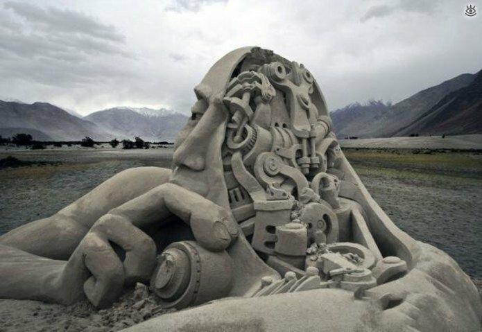 Виртуозные скульптуры из песка 1