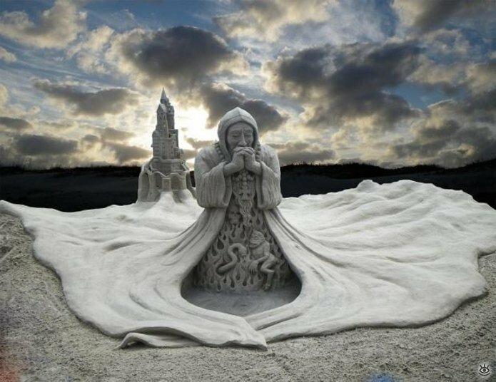 Виртуозные скульптуры из песка 9
