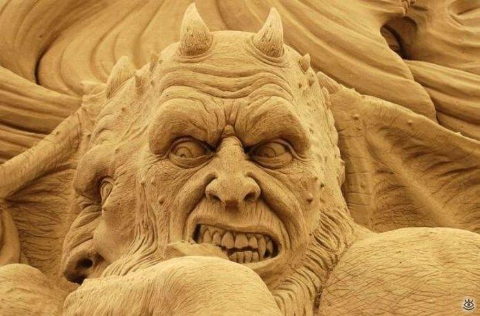 Виртуозные скульптуры из песка 11