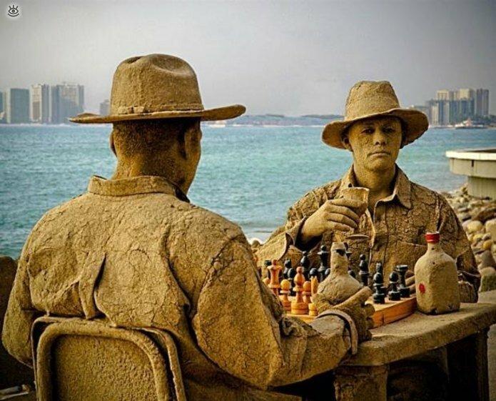 Виртуозные скульптуры из песка 12