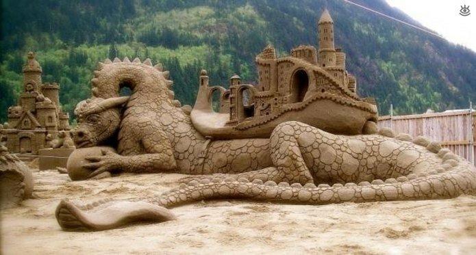 Виртуозные скульптуры из песка 13