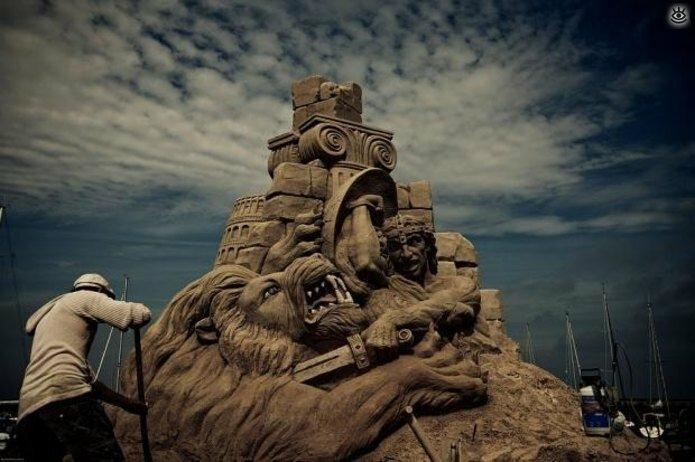 Виртуозные скульптуры из песка 16