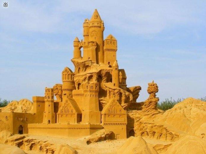 Виртуозные скульптуры из песка 17