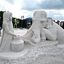 Виртуозные скульптуры из песка фото