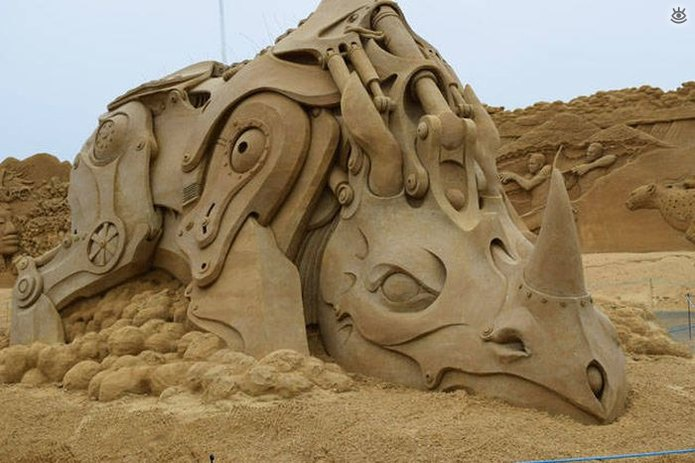 Грандиозные скульптуры из песка 8