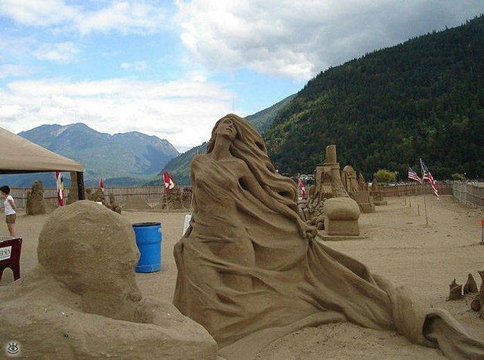 Грандиозные скульптуры из песка 18