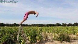 Смотреть Прыжок со стремянки