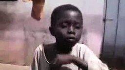 Смотреть Африканский маленький битбоксер