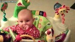 Как отвлечь малыша-плаксу смотреть видео прикол - 0:28