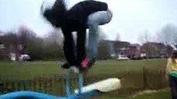 Девушка учится летать смотреть видео прикол - 0:17