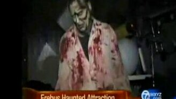 Нападение зомби на репортёршу смотреть видео прикол - 1:03