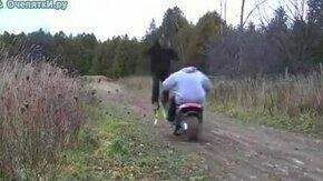Смотреть На прыгалках через мотоцикл