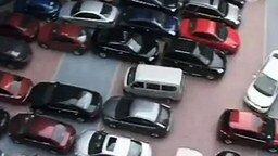 Самая тесная парковка смотреть видео прикол - 1:03