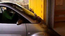 Смотреть Парни на авто в лифте