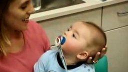 Радостный малыш смотреть видео прикол - 0:50
