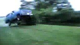 Безумный прыжок на развалюхе смотреть видео прикол - 0:11
