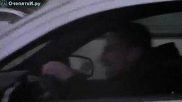 Страстный меломан за рулём смотреть видео прикол - 2:25