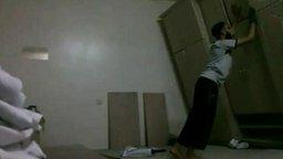 Смотреть Парень против шкафа