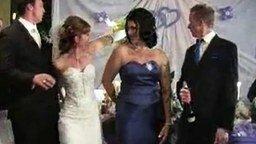 Подпалила невеста букет смотреть видео прикол - 0:44