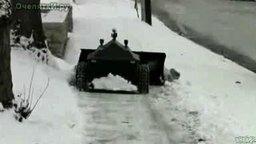 Смотреть Робот уборщик снега