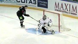Хитрый гол в хоккее смотреть видео - 0:46