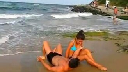 Силач и девушка смотреть видео - 0:50