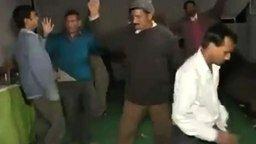 Индусы и дабстеп смотреть видео прикол - 3:33