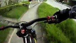 Смотреть Экстремальная трасса велосипедиста