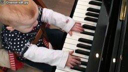 Пианисту 1 год смотреть видео - 1:40