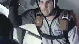 Смотреть Американцев учат прыгать с парашютом