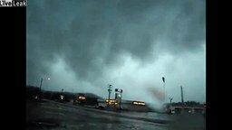 Смотреть Как приближается торнадо
