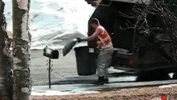 Разъярённый мусорщик смотреть видео прикол - 0:45
