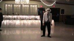 Смотреть Позитивный танец на свадьбе