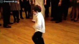 Маленький танцор на свадьбе смотреть видео прикол - 2:01