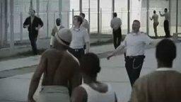Смотреть Как не надо себя вести в тюрьме