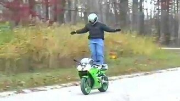 Смотреть Трюк на мотоцикле не удался