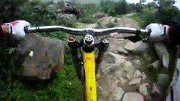 Безумная трасса велосипедиста смотреть видео прикол - 1:08