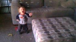 Восторженный малыш смотреть видео прикол - 0:32