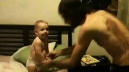 Завалил сынишку без рук смотреть видео прикол - 0:06