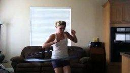 Танец с обручем не удался смотреть видео прикол - 0:58