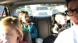 Смотреть Юморной папаня с детьми